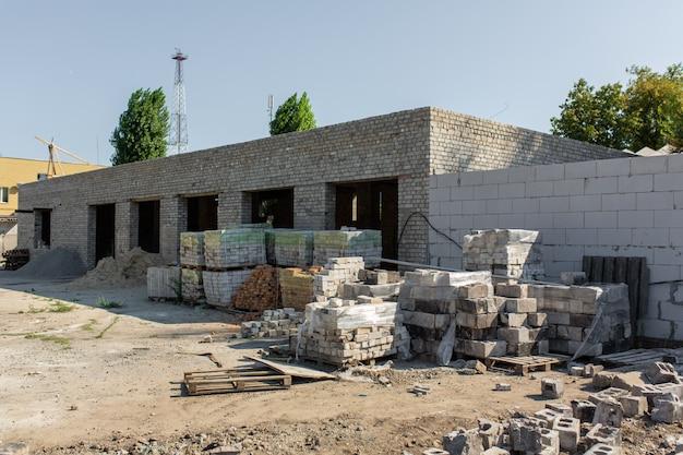 貯蔵施設の建設。パレットブロック