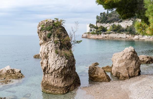 Замок мирамаре недалеко от триеста, северо-восточная италия