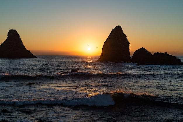 シチリア島、アシトレッツァ湾の夜明け
