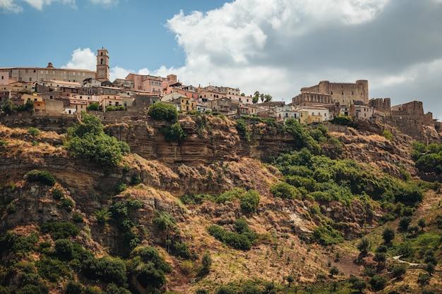 イタリアカラブリア州のサンタセヴェリーナの町のパノラマビュー