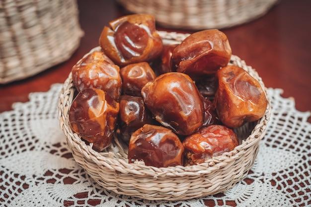 Вкусные свежие и сладкие финики суккари