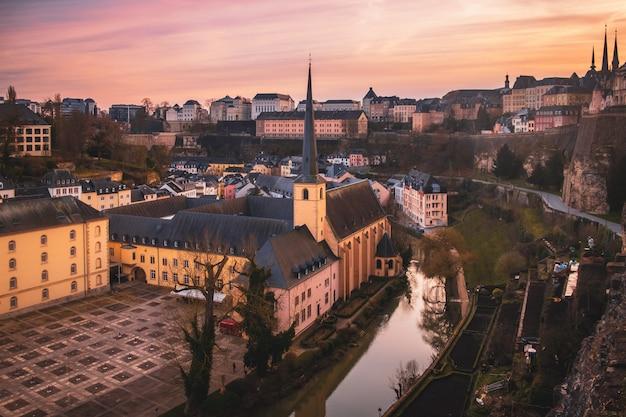 Прекрасный вид на старый город люксембурга