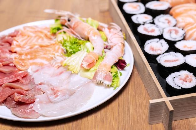 寿司や寿司の準備のための最も重要で人気のある材料のいくつか。