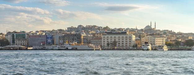 Панорамный вид на городской пейзаж стамбула в городе стамбул, турция