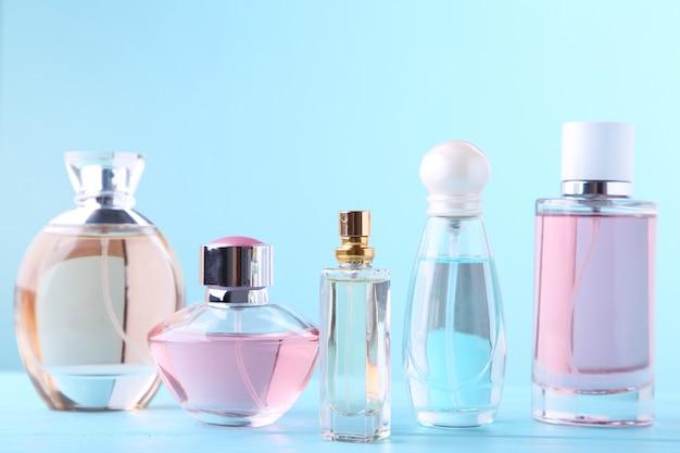 青の香水瓶