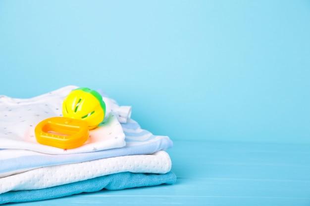 Комплект детской одежды для мальчика на синем