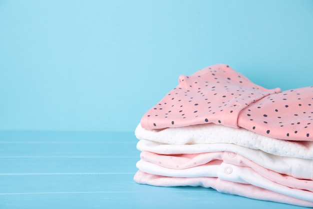 Одежда для новорожденных девочек, вид сверху