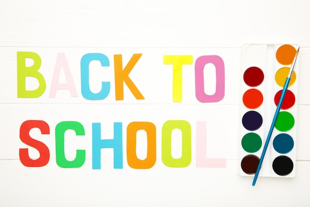 白の学校に戻って碑文入り水彩絵の具