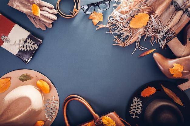 秋の女性服。服、靴、アクセサリーのセット。コピー。ショッピングのコンセプト