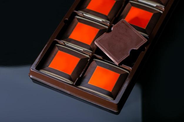 コンテナーのチョコレートバー