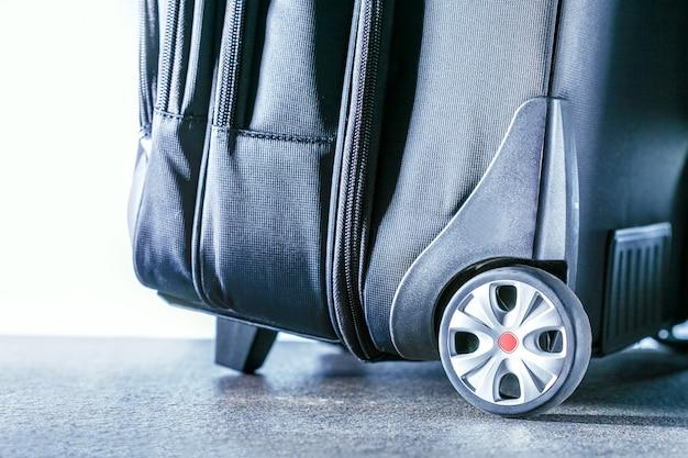 旅行スーツケース。アクティブで旅行のライフスタイルのコンセプトです。