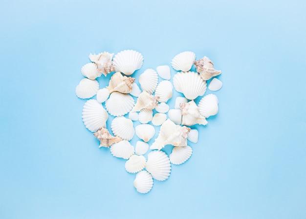 エキゾチックな貝殻の組成夏のコンセプトです。フラットレイ。上面図