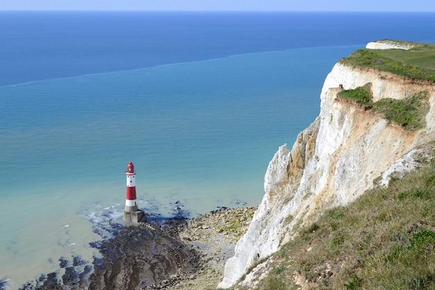 イングランドの南海岸のビーチーヘッドの崖