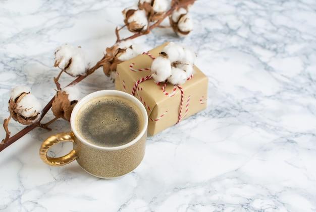 クリスマスギフトボックス装飾自然装飾新年パーティーコンセプトヴィンテージコーヒーホット飲料