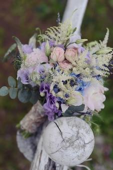 Нежный свадебный букет невесты, цветочная композиция из цветов