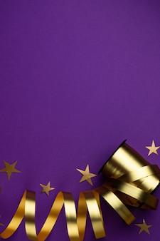 Золотая праздничная лента на фиолетовом матовом фоне