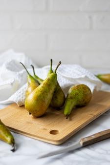 Сочные сладкие зеленые груши в домашних условиях