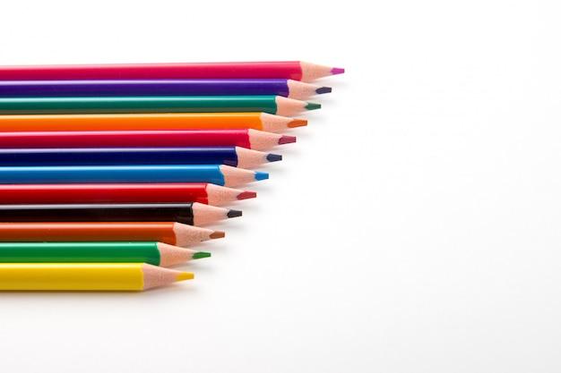 白で隔離される色鉛筆