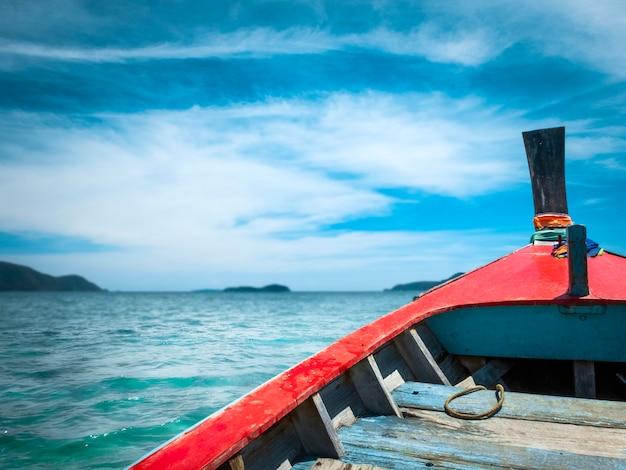 Вид с лодки на море