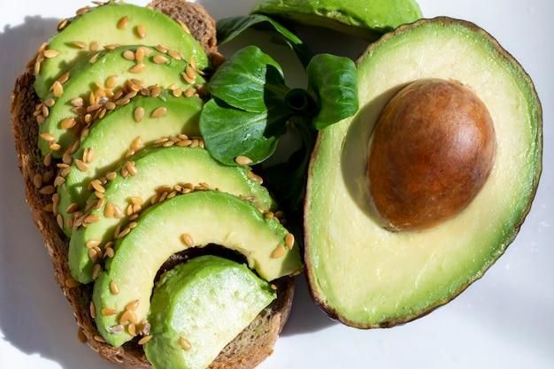 Вкусный бутерброд с авокадо