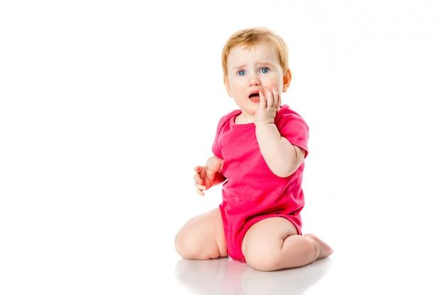 泣いている女の赤ちゃん