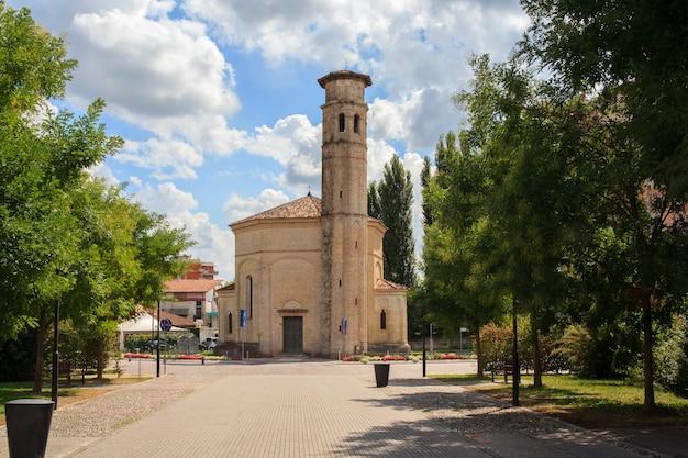 聖三位一体教会、ポルデノーネ