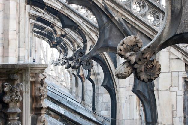 花の彫刻、ミラノ大聖堂