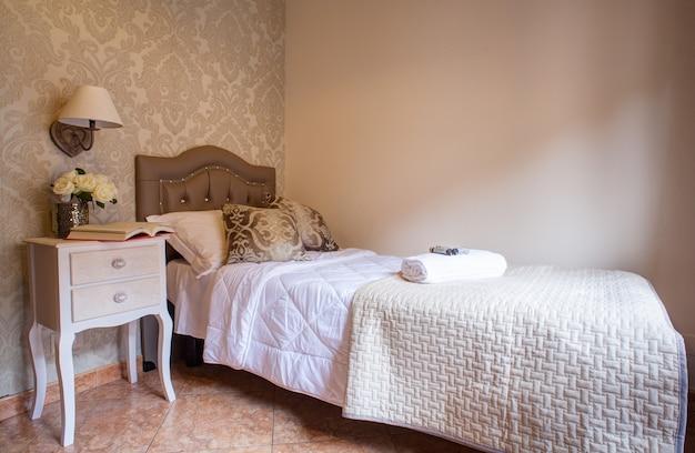 アレスホテルのシングルベッドルーム