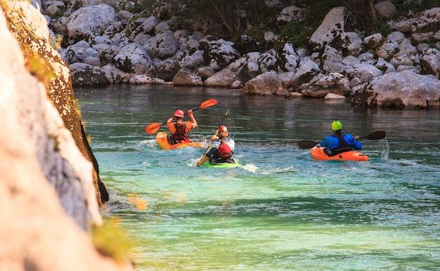 スロベニア、ソカ川でのカヤック