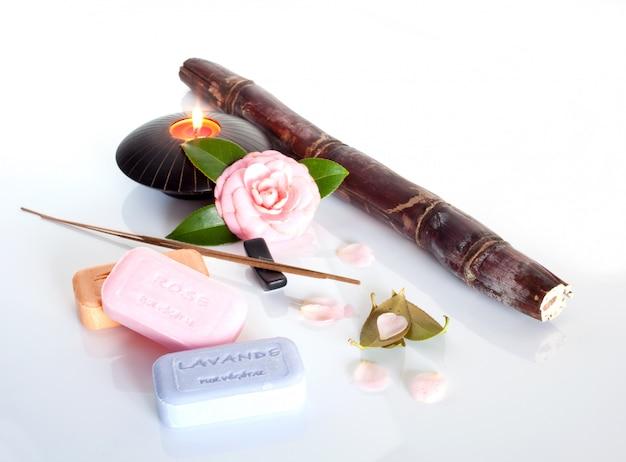お香、花と石鹸