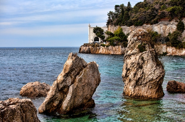 海の上の岩、ミラマーレ城。トリエステ