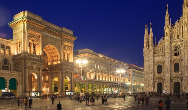 ドゥオーモ広場、ミラノ