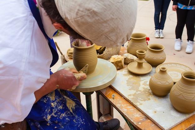 粘土ポットを作る