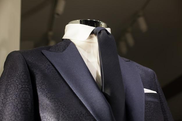 男性のスーツのクローズアップ