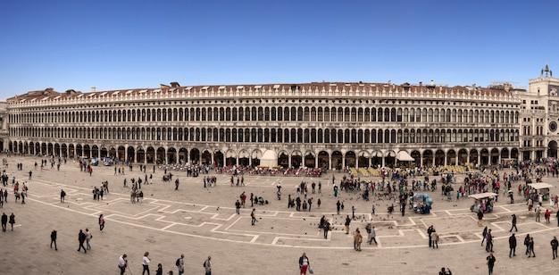 ヴェネツィアのサンマルコ広場の眺め
