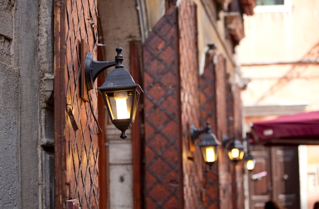 Типичный венецианский фонарь