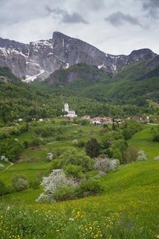 スロベニアのクルン山の眺め