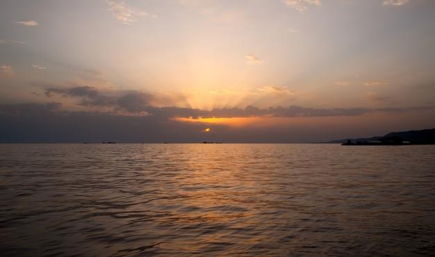 風光明媚な夕日、トリエステのビュー