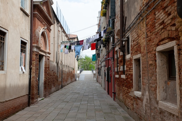 Одежда висит сушиться в венеции
