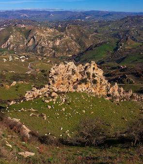 典型的なシチリアの田園地帯の眺め