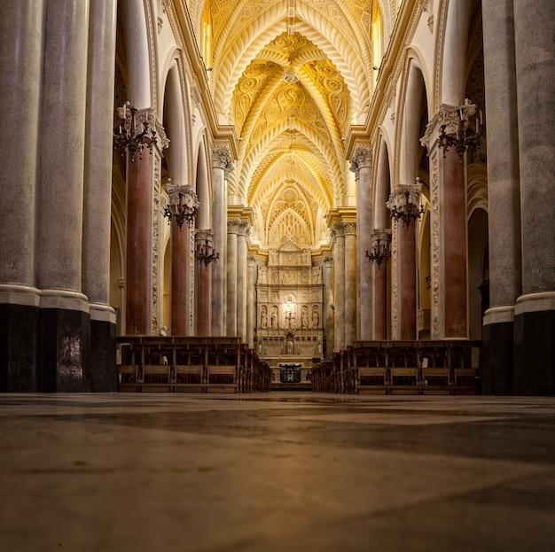 母教会、エリチェ
