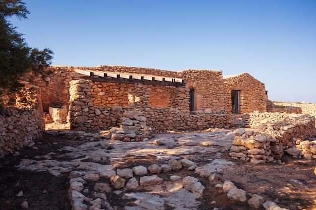 Вид на старинный дом под названием даммусо каса тереза, лампедуза