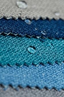 麻織物サンプルの水滴を閉じます。清潔で簡単な防水表面のコンセプト