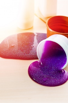 Делая слизь самостоятельно. ингредиенты для приготовления яркой блестящей слизи в домашних условиях.
