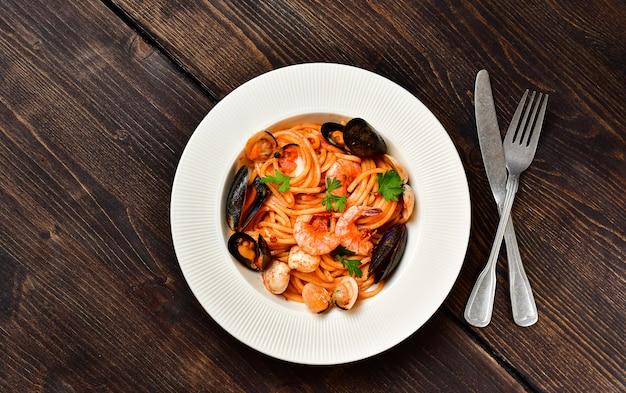 アサリとエビのムール貝のスパゲッティシーフードパスタ