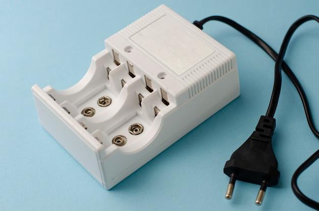 Зарядное устройство для аккумуляторов на синем