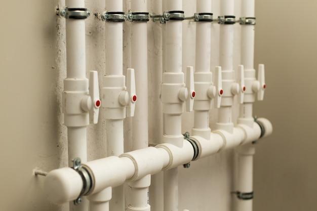 地下の水道管