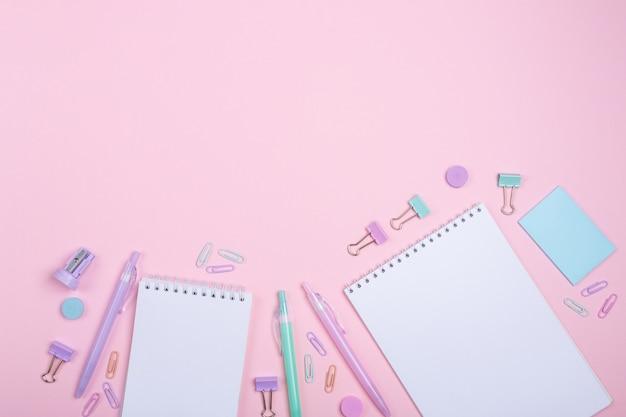 勉強してピンクの学校付属品に戻る