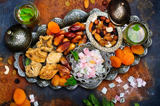 Рамадан карим праздничный стол