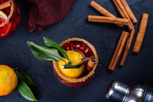 冬のフルーツとシナモンのカクテル